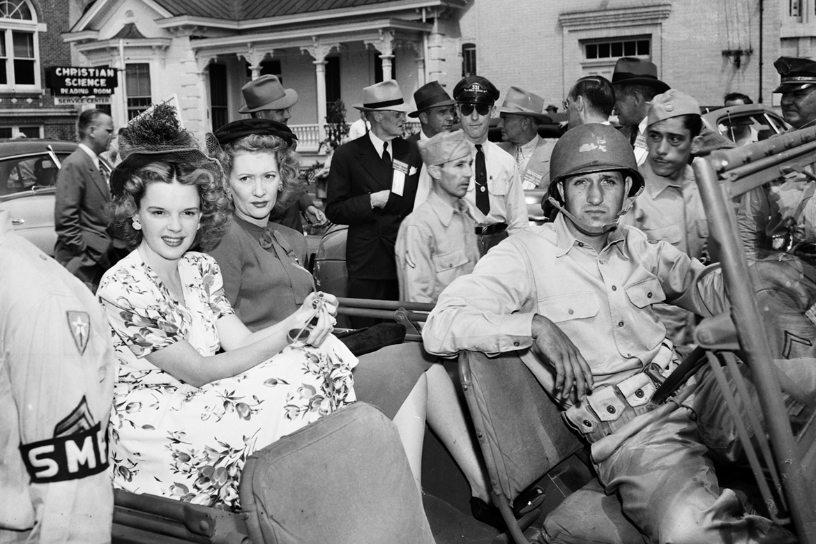 Judy Garland in jeep for 1943 parade of stars - La Puerta