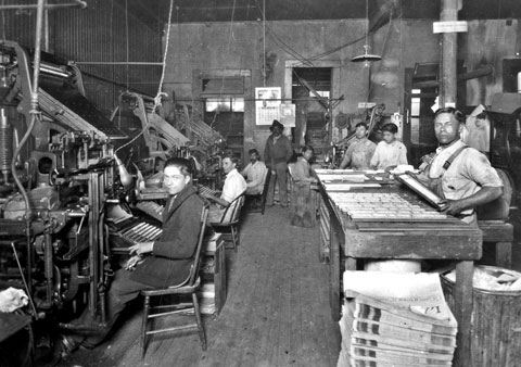 A photo from 1913 shows the people working inside La Prensa newspaper former headquaters.